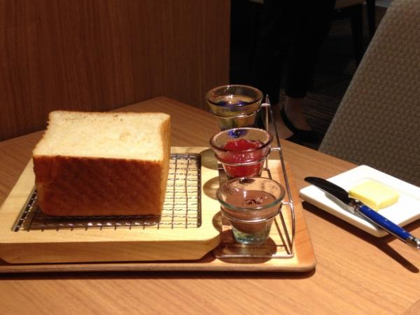 食パン専門店「俺のBakery&Cafe 松屋銀座 裏」オープン!